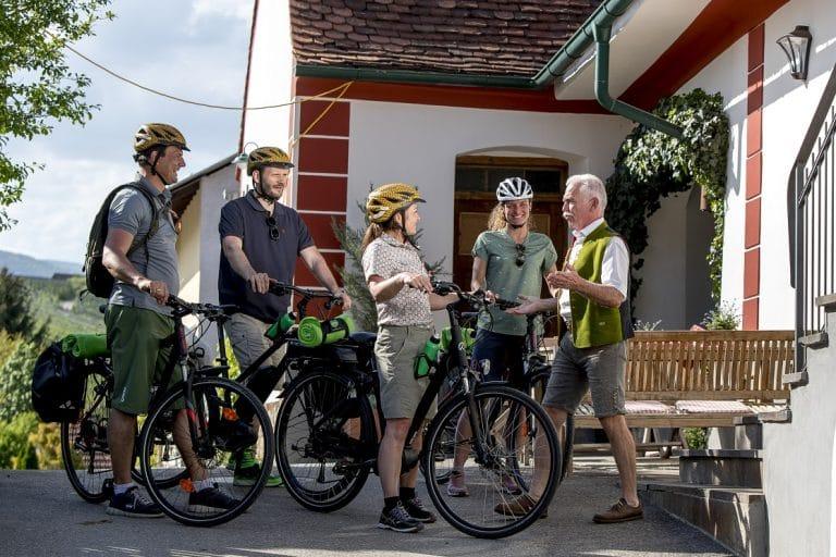 Ankunft in der Apfelhauptstadt Puch bei Franz Meißl im Wirtshaus (c) Wirtshaus Meißl