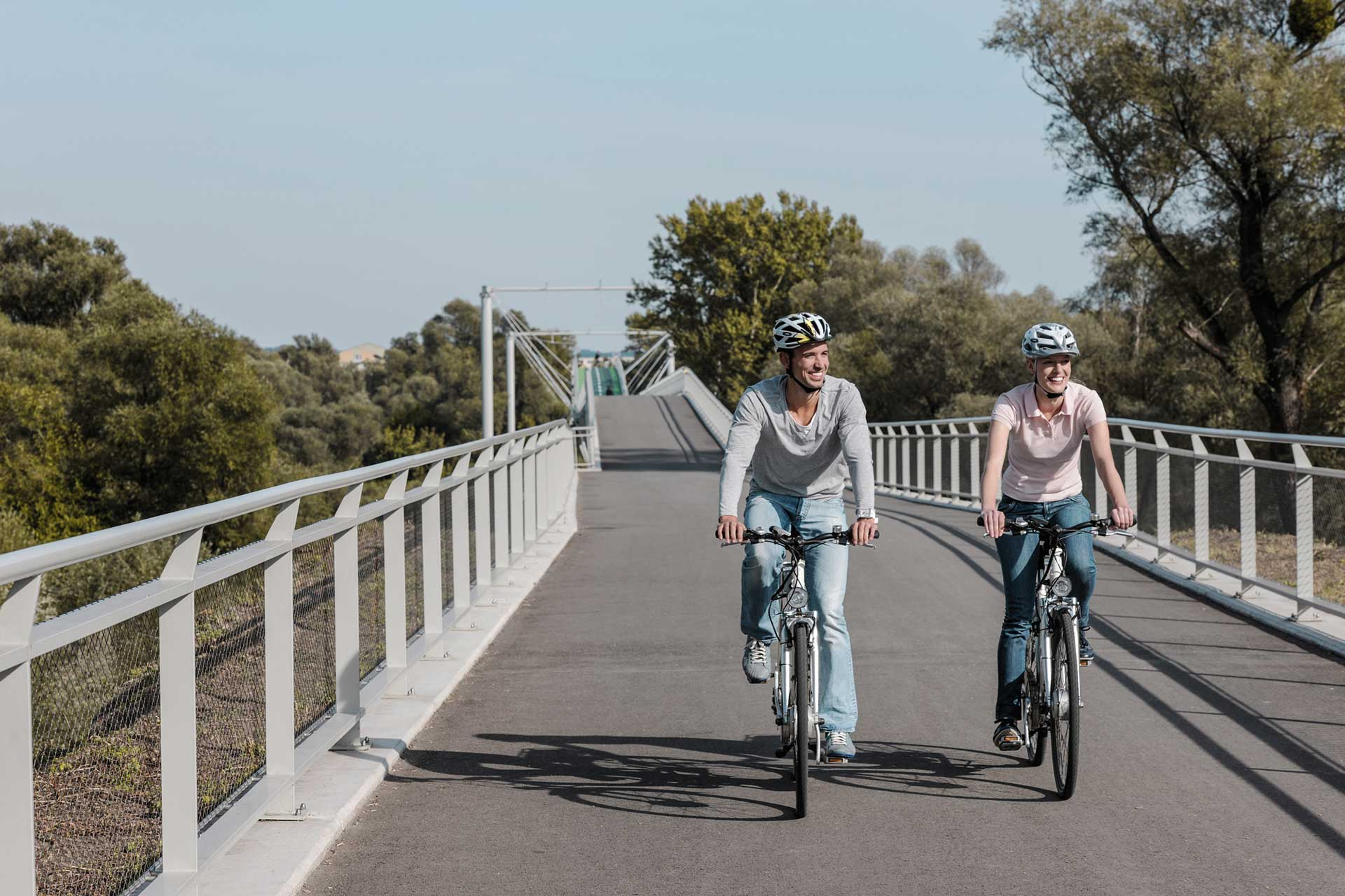 Donauradweg-Römerland-Carnuntum-Marchfeld-Brücke-der-Freiheit-zw